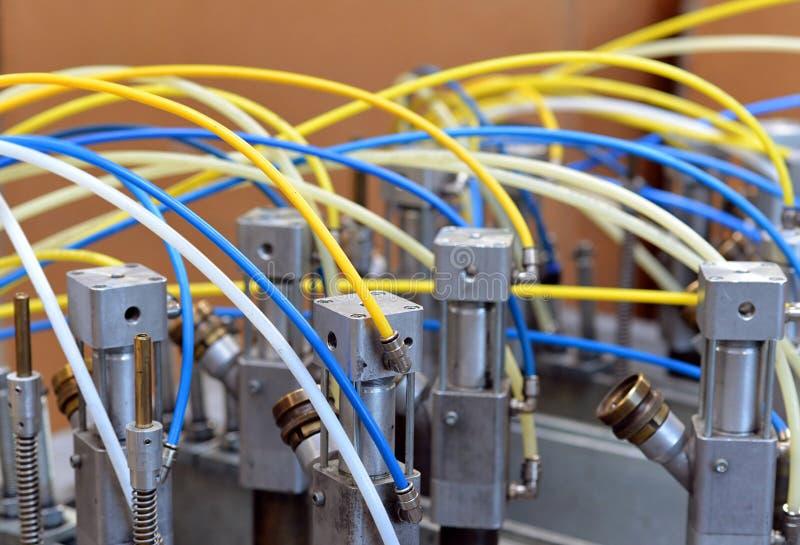 Detalhe de uma máquina da indústria com tubulações pneumáticas fotografia de stock