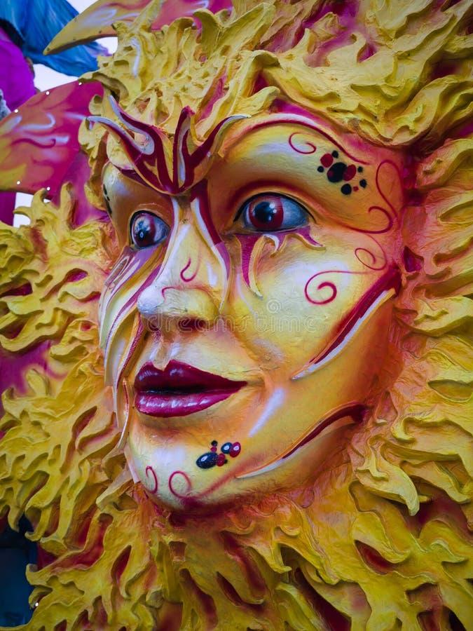 Detalhe de uma máscara do carnaval que descreve o sol fotos de stock royalty free