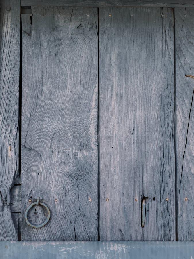 Detalhe de uma porta de madeira pintada velha fotografia de stock