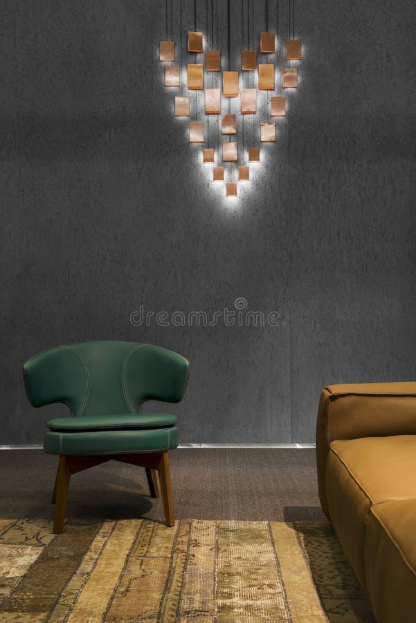 Detalhe de uma sala de visitas minimalistic moderna escura imagem de stock royalty free