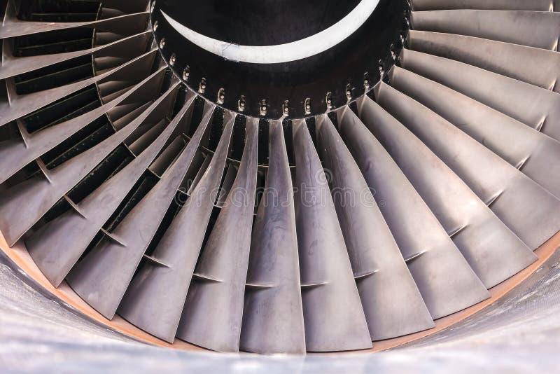 Detalhe de uma turbina usada do jato do avião fotos de stock