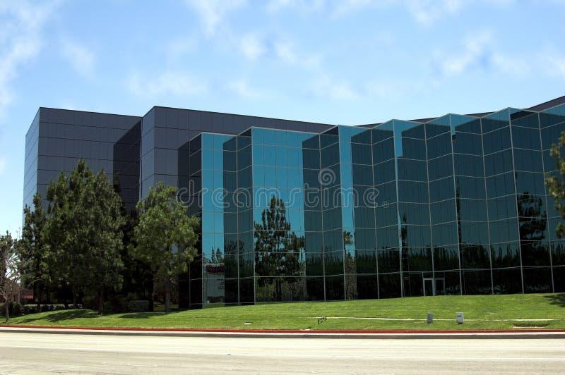 Detalhe de vidro azul do escritório imagem de stock