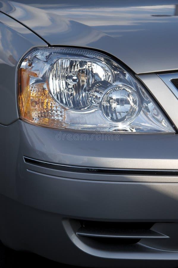 Detalhe dianteiro de um sedan imagens de stock
