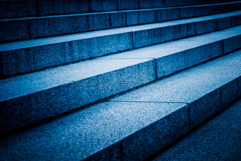 Detalhe disparado das escadas no tom azul fotos de stock royalty free