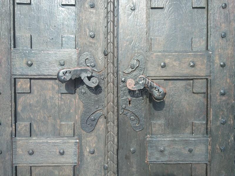 Detalhe do church& x27; porta de s, Lazarevac, Sérvia foto de stock
