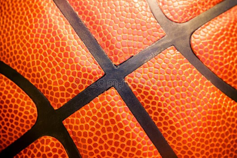 Detalhe do close up de fundo da textura da bola do basquetebol imagens de stock royalty free
