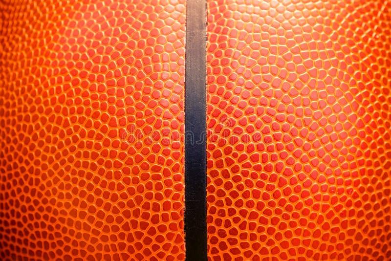 Detalhe do close up de fundo da textura da bola do basquetebol imagem de stock royalty free