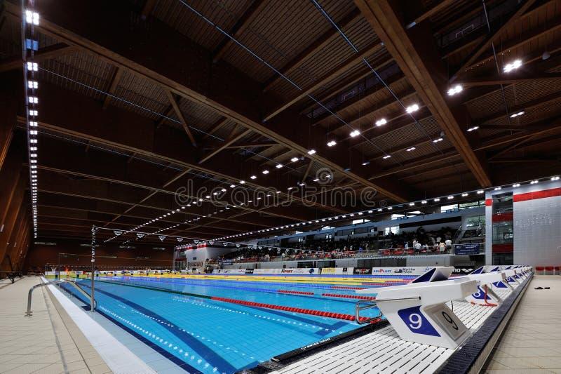 Detalhe do detalhe olímpico da piscina do ar livre, começando o plac fotografia de stock
