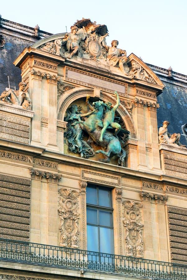 Detalhe do exterior do Louvre, Paris imagens de stock royalty free