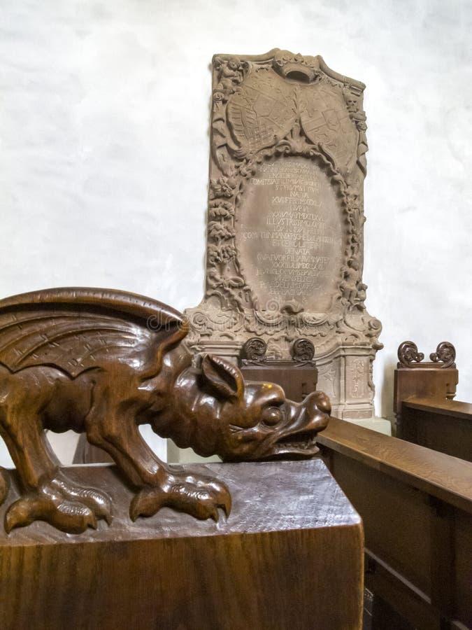 Detalhe do interior da igreja paroquial de Blankenheim, de Alemanha - St Maria Himmelfahrt ou de igreja da suposição imagens de stock