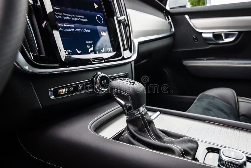 Detalhe do interior do R-projeto AWD executivo de Volvo V90 D4 do carro, 2016 fotografia de stock