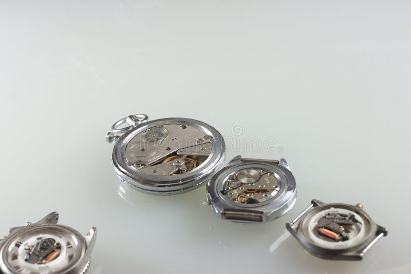 Detalhe do macro da maquinaria do relógio foto de stock