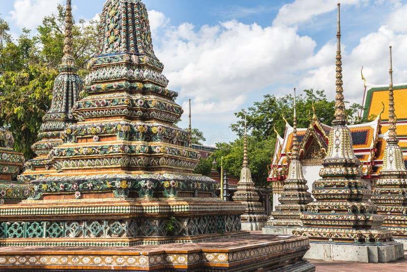 Detalhe do mosaico do templo de Wat Pho em Banguecoque, Tailândia fotos de stock