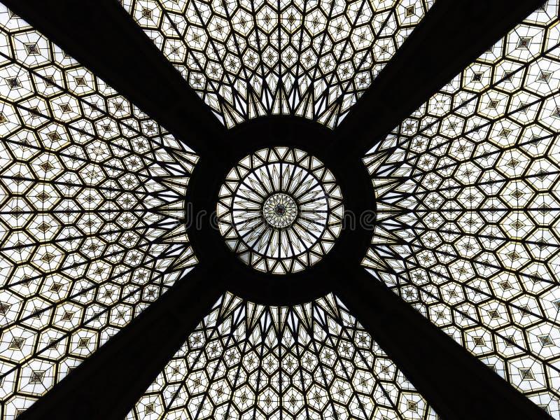 Detalhe do teto de vidro de uma construção do cargo em Barcelona foto de stock