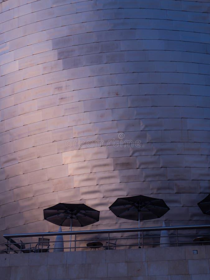 Detalhe do titânio do museu de Guggenheim em Bilbao com u imagens de stock