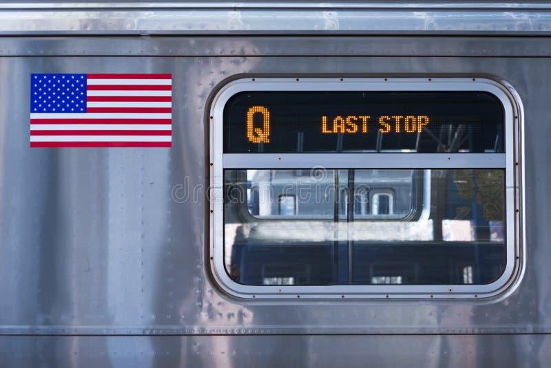 Detalhe do trem de New York City Q, parada do último fotografia de stock royalty free