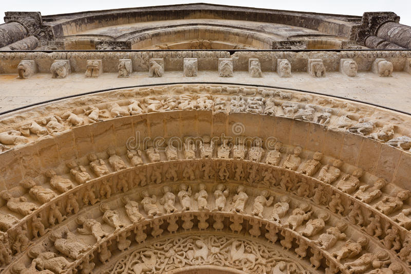 Detalhe dos Archivolts de igreja de Aulnay de Saintonge imagem de stock
