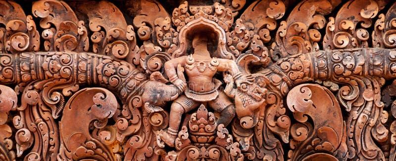 Detalhe dos carvings de pedra em Banteay Srei imagens de stock