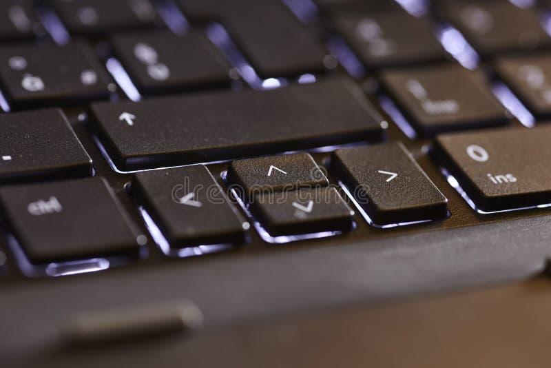Detalhe dos dardos em um portátil imagens de stock