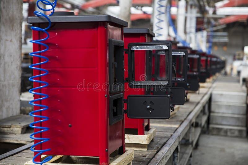Detalhe dos fogões na fábrica imagens de stock