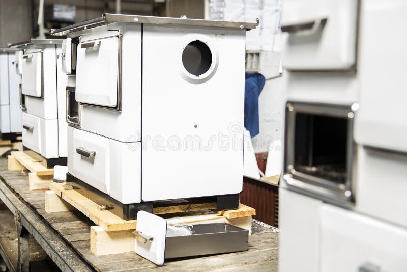 Detalhe dos fogões na fábrica foto de stock royalty free