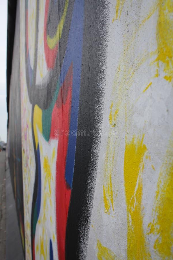 Detalhe dos grafittis de muro de Berlim, galeria da zona leste fotografia de stock