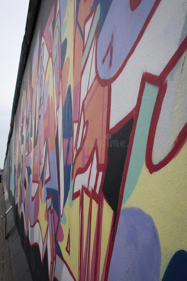 Detalhe dos grafittis de muro de Berlim, galeria da zona leste fotos de stock royalty free