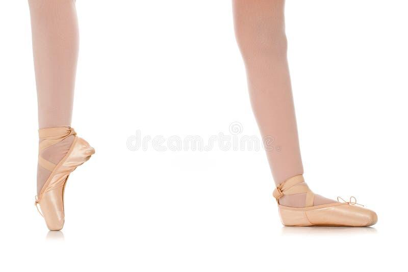 Detalhe dos pés de dançarino de bailado fotografia de stock royalty free