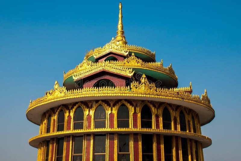 Detalhe dourado arquitetónico Pagode de Kyaiktiyo myanmar fotografia de stock royalty free
