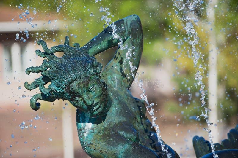 Detalhe exterior da escultura pelo escultor Carl Milles no jardim da escultura de Millesgarden em Éstocolmo, Suécia fotografia de stock