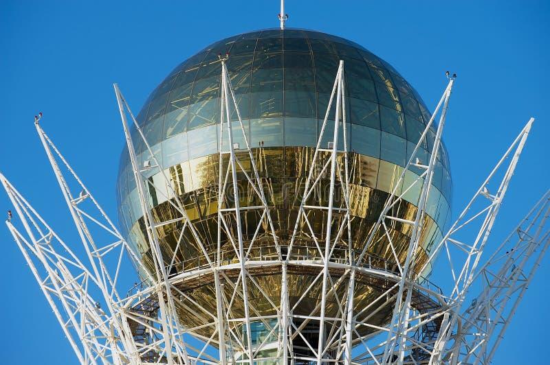 Detalhe exterior do monumento de Bayterek e da torre de observação em Astana, Cazaquistão fotos de stock