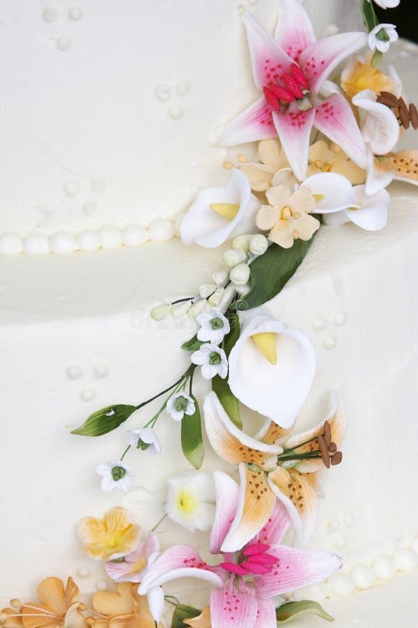 Detalhe extravagante do bolo de casamento fotografia de stock