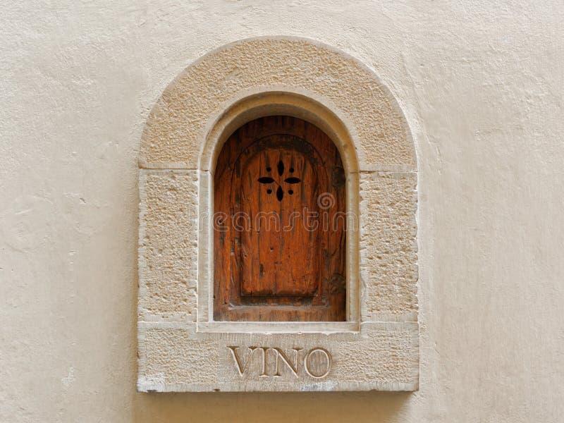 """Detalhe florentino original da arquitetura do †medieval de Buchette del vino do portal do vinho """" fotografia de stock royalty free"""