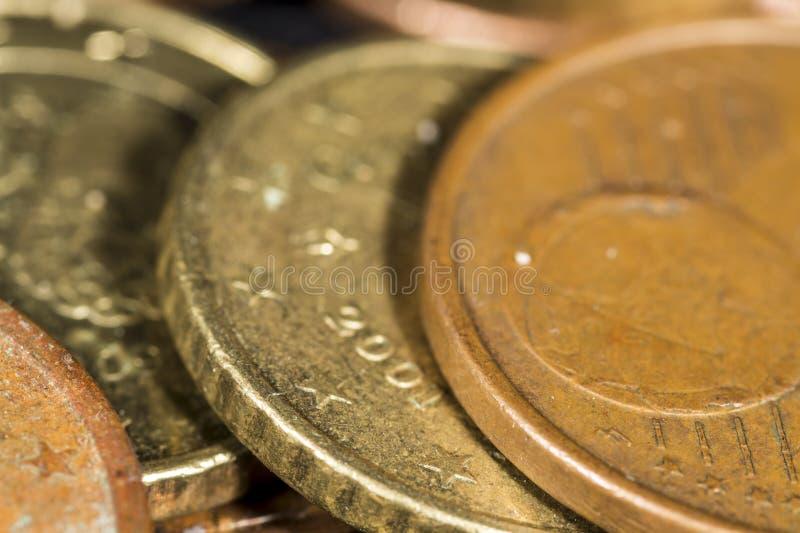 Detalhe a ideia das beiras de dez e cinco moedas do euro do centavo foto de stock