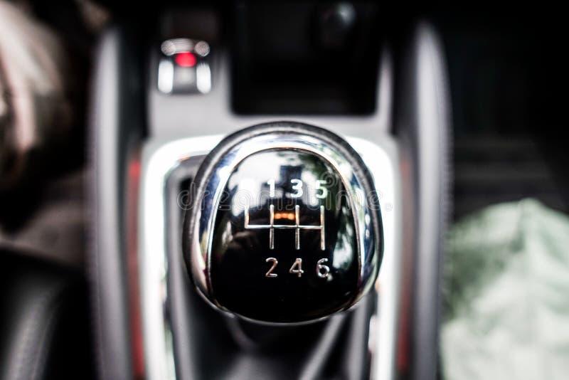 Detalhe interior do carro, a alavanca de deslocamento de engrenagem imagem de stock