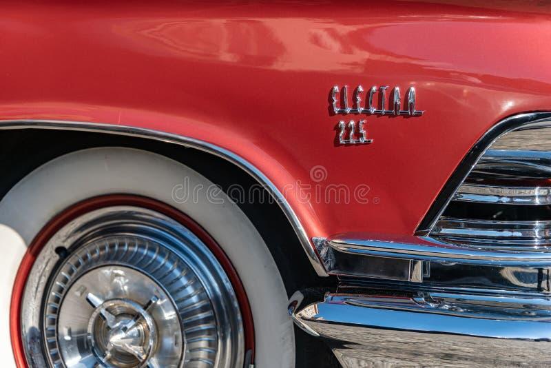 Detalhe lateral direito de Buick Electra 225 1959 vermelhos foto de stock