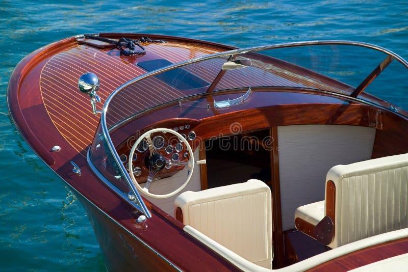 Detalhe luxuoso de madeira do barco fotografia de stock royalty free