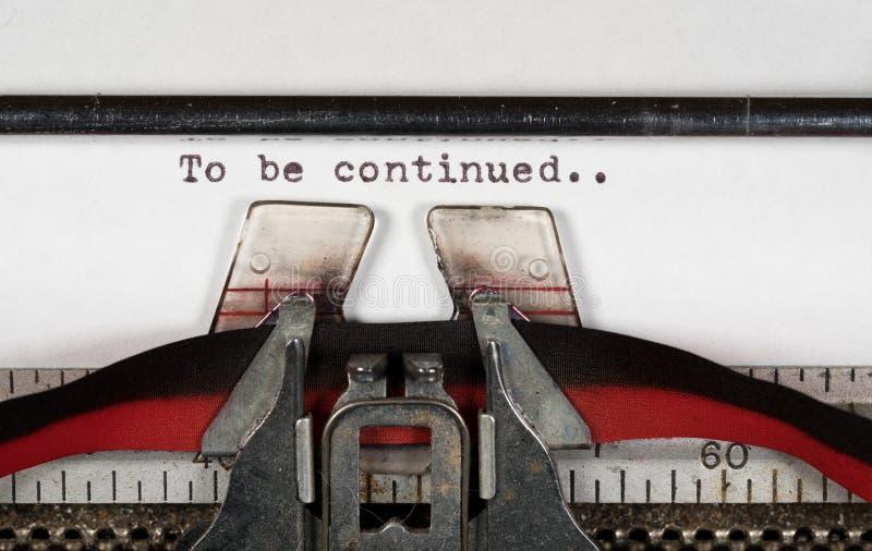 Detalhe macro da ser continuado na máquina de escrever elétrica com fita foto de stock royalty free