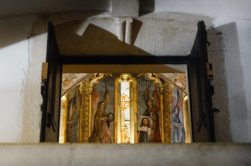Detalhe manueline gótico atrasado da igreja redonda decorada do convento de christ, da fortaleza templar antiga e do monastério d imagens de stock