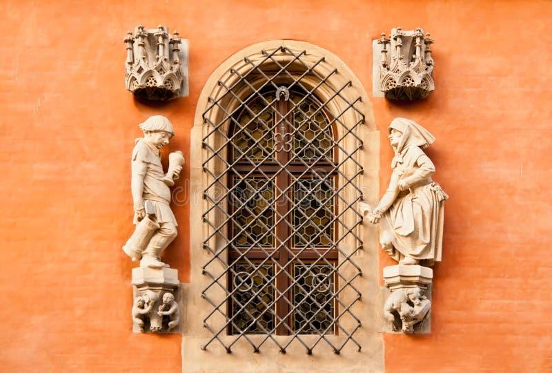 Detalhe na parede da câmara municipal no Wroclaw, Poland imagens de stock