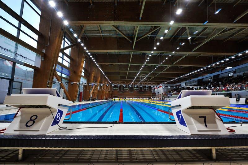 Detalhe olímpico da piscina imagens de stock