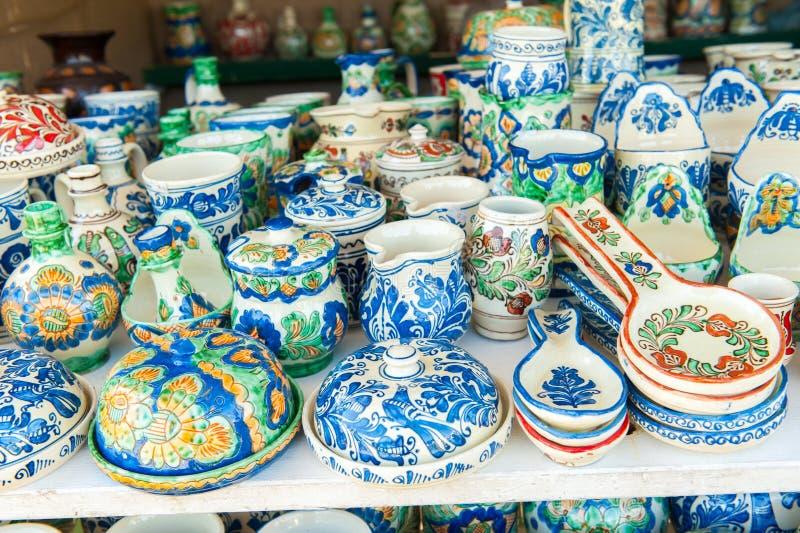 Detalhe romanian tradicional de cerâmica colorida fotos de stock royalty free
