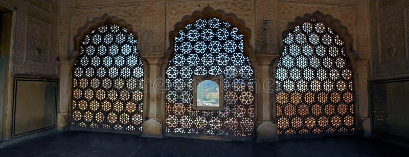 Detalhe tradicional da janela do mármore de Rajasthani, Índia fotos de stock