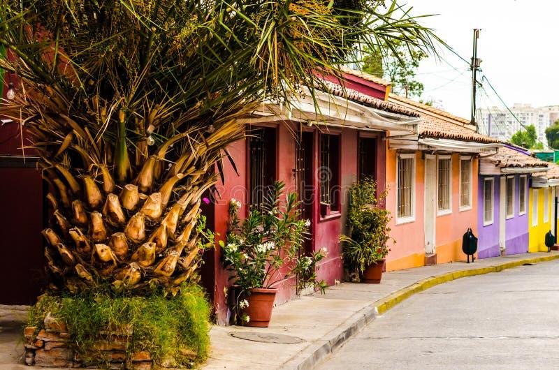 Detalhe a vista cênico de casas coloridas em Santiago Chile foto de stock