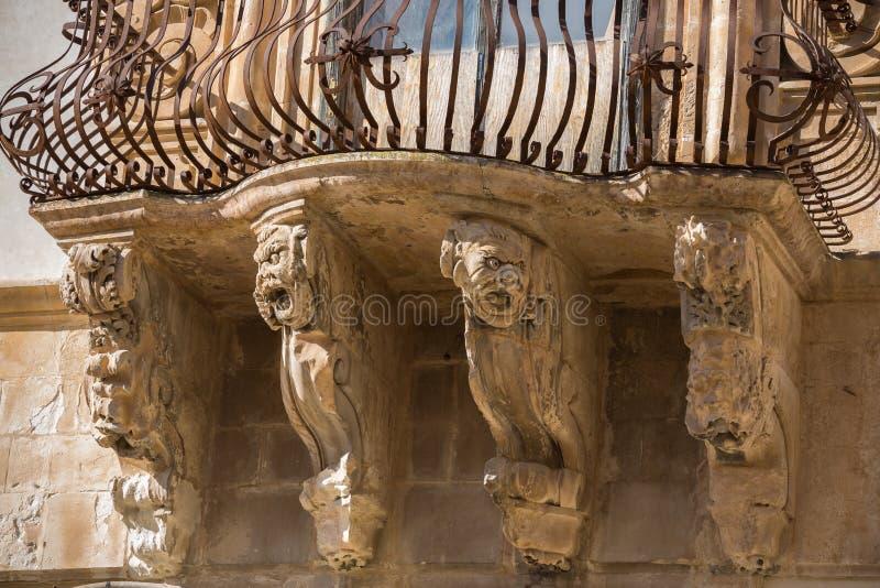 Detalhes arquitetónicos de Palazzo Beneventano em Scicli imagens de stock royalty free