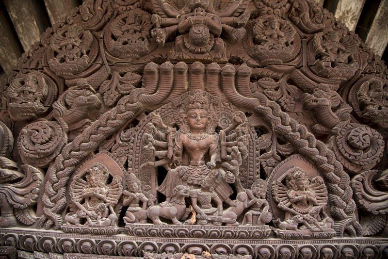 Detalhes arquitetónicos de templo de Nyatpola no quadrado de Bhaktapur Durbar, Nepal foto de stock royalty free