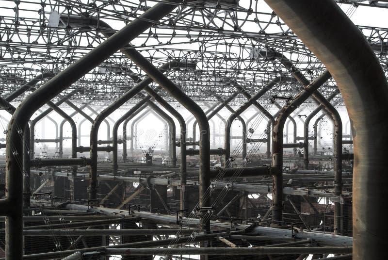Detalhes ascendentes próximos do metal de pica-pau abandonado do russo do radar de Duga na zona de exclusão de Chernobyl da radio imagem de stock royalty free