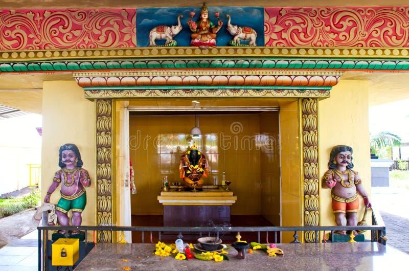 Detalhes da arquitetura de templo hindu tradicional imagens de stock