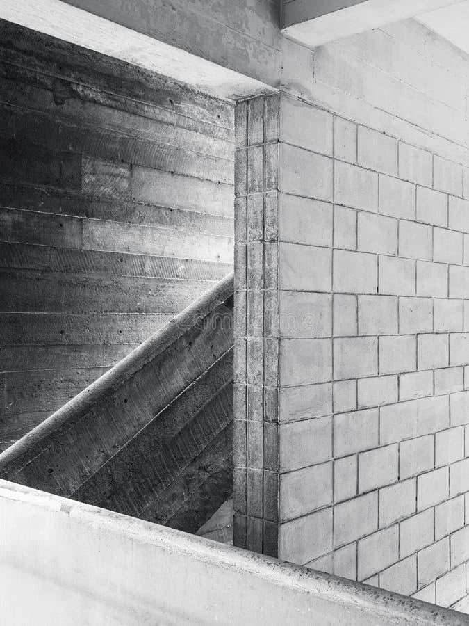 Detalhes da arquitetura do painel de parede do cimento da escadaria foto de stock