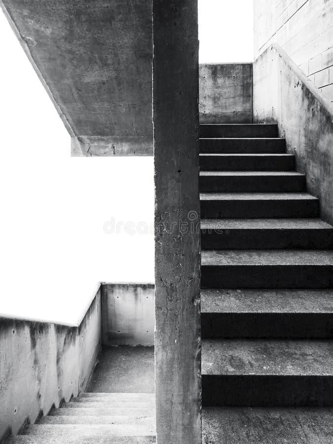 Detalhes da arquitetura da etapa da escada da parede do cimento da escadaria fotografia de stock royalty free